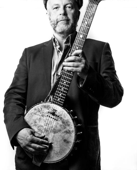 Martin banjo h_constrast 3b